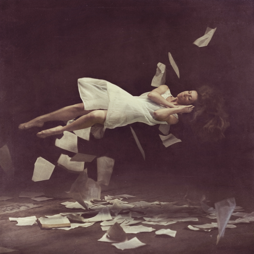 PHOTOGRAPHY 10 Stunning Examples Of Levitation Photography